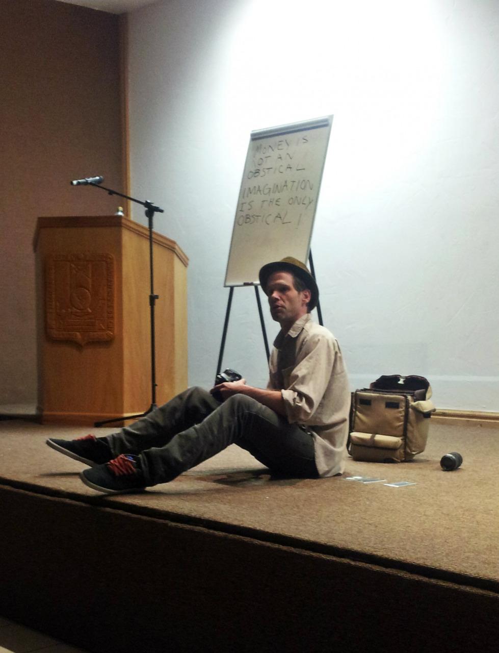 Visita Facultad de Filosofía y Letras de la UACH cineasta independiente Jefferson Elliott