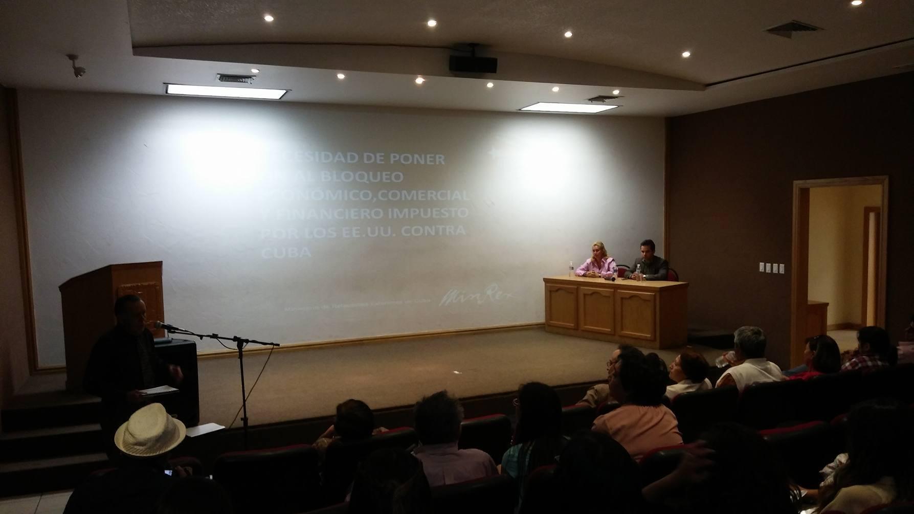Plática acerca del desarrollo económico en Cuba